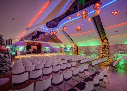 Grote zaal voor eindejaarsbijeenkomst