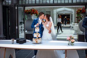 Kussen boven bruidstaart
